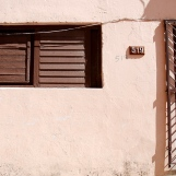 Cuba-Havana-2010-man-behind-wall