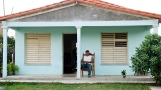 Cuba-Havana-2010-man-casa