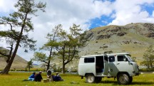 Mongolia-altai-peaks-lake-Khoton-picnic-lunch-break-russian-car-river-ulgi-kazakh-thegeneralist